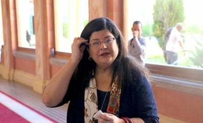 """HOY / Senado elige a Carolina Llanes, """"el caballo del comisario"""", como ministra de Corte"""