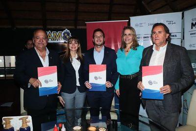 Brindis tras firma de alianza en la Expo
