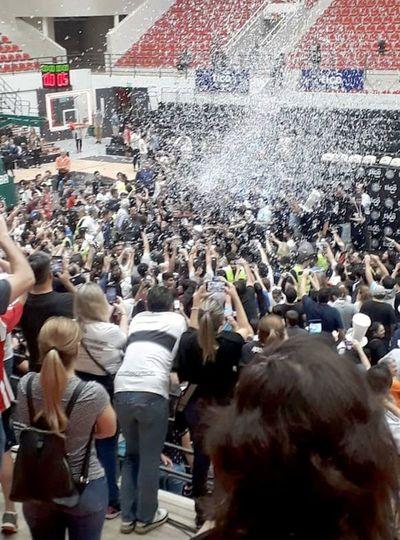 Olimpia festeja su título 34