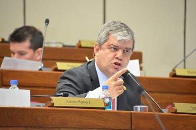 """Existió """"intervención directa"""" del Ejecutivo en elección de Llanes, según Riera"""