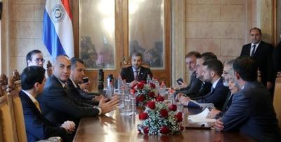 Ejecutivo analiza con Jeffrey Sachs avances en educación, renegociación de Itaipu y ODS