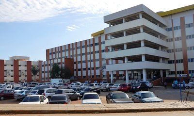 Microbiólogo internacional capacita profesionales del Hospital de Clínicas