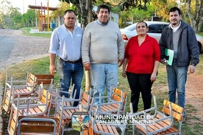 Entregan mobiliarios a escuelas de San Miguel