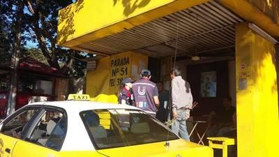Funcionarios de la SET informan a taxistas sobre obligaciones tributarias