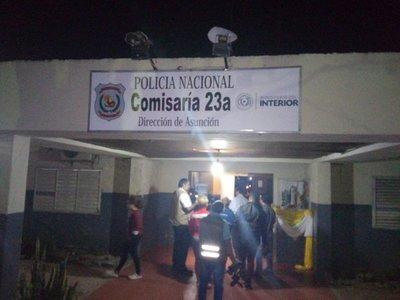 Madre de joven detenido en Zeballos Cué acusa de prepotente a policía