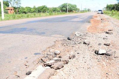 Enorme cráter en ruta pone en peligro a conductores