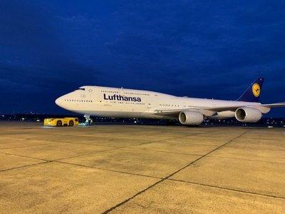 Avión Boeing 747 aterriza en el aeropuerto Silvio Pettirossi