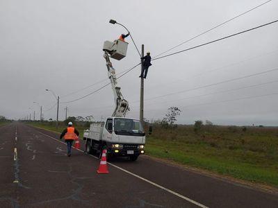 En Ayolas, instalan luces para futuro nuevo paso fronterizo