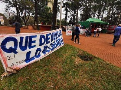 """Indignados manifiestan su repudio a """"jueces corruptos"""" y a clan Zacarías"""