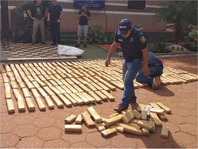 Detienen camioneta con 700 kilos de marihuana prensada