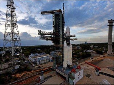 India suspende su misión al inexplorado polo sur de la Luna