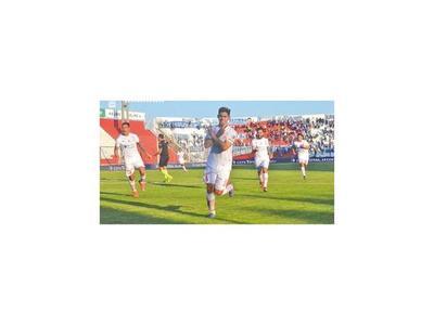 Salcedo marcó en Huracán