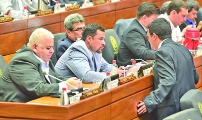 Ningún partido se pronunció sobre reincorporación de Ulises Quintana