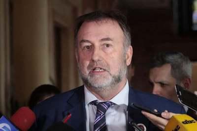 Jubilados y sindicatos del IPS presentansegunda denuncia contra Benigno López