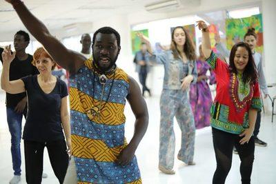 Proponen talleres gratuitos con artistas de Visiones de Senegal