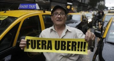 """Taxistas """"se juegan la vida"""" en nueva movilización contra Uber y MUV"""