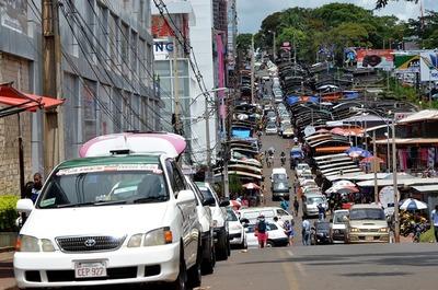 Taxistas se manifiestan contra MUV y se concentrarán en el km 7 de CDE