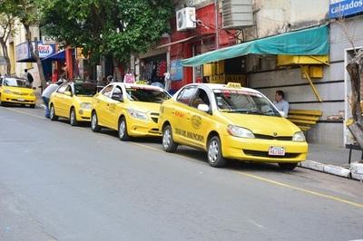 Edil confirma que taxistas no pagan por usar espacio público en paradas