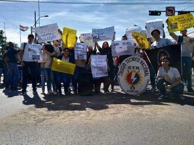 Estudiantes piden que el MEC cubra rubros de docentes técnicos