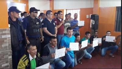 Internos del penal regional de Pedro Juan Caballero finalizaron curso de peluquería