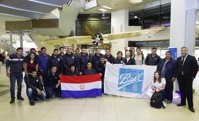 HOY / Jóvenes partieron rumbo al Brasil para capacitarse