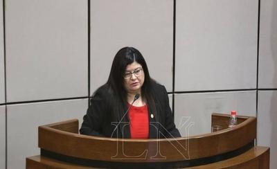 HOY / Llanes jura como ministra de la Corte