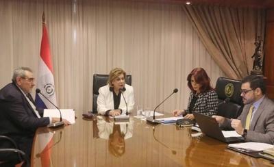 HOY / Ministro ausente y nueva ministra rechazan el plan de sus colegas de ocultar sesiones