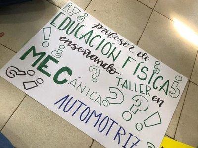 Estudiantes exigen docentes