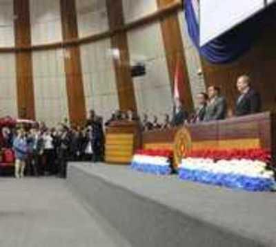 Tras retrasada sesión, Llanes jura como ministra de Corte