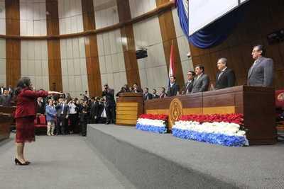 Doctora Llanes jura como nueva ministra de la Corte