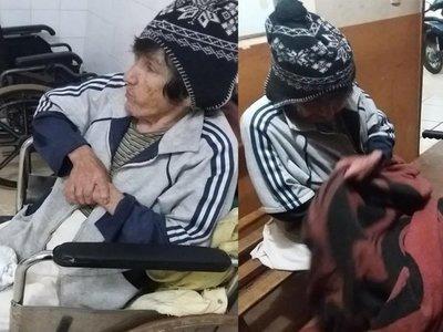 Abuelita fue abandonada por sus hijos en un hospital