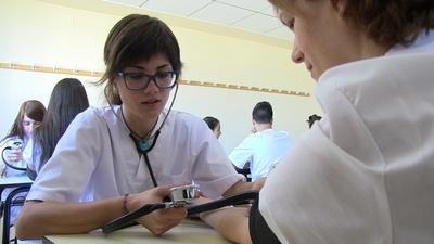 Realizan feria de empleo con para trabajar en hospitales y seguros privados