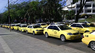 Taxistas: Los negociados de Arístides Morales con las paradas y las persecuciones por estar en contra