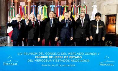 """Cita del Mercosur concluye con fin de """"roaming"""" y estudio de moneda única"""