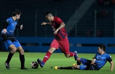 Cerro Porteño gana con goles de debutantes