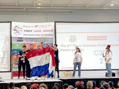 Jóvenes de CDE ganan premio en competencia de robótica, organizada por la NASA en EEUU