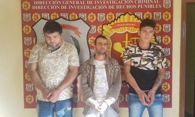 Frustran asalto y detienen a tres hombres