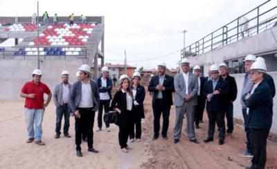 HOY / Inspeccionan el futuro estadio que será sede del Mundial de Playa