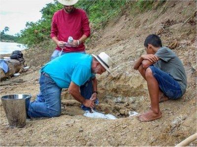 Niño descubre fósil de cocodrilo prehistórico en la Amazonía