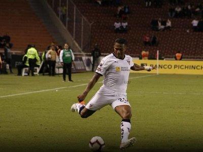 Antonio Valencia debuta con triunfo en Liga de Quito