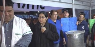 HOY / Funcionarios de Clínicas se manifestarán frente a Hacienda