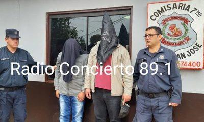 Padre e hijo detenidos tras intentar vender auto alquilado