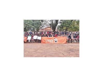 Alumnos exigen rubros en Caaguazú