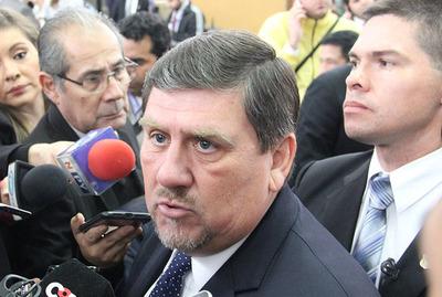 """Presidente del Congreso no descarta posible expulsión de Cubas: """"Si hay reincidencia podría aplicarse expulsión"""""""