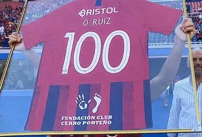 Óscar Ruiz cumple 100 partidos en Cerro Porteño