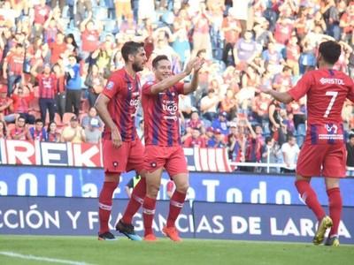 Cerro Porteño golea y festeja en su casa