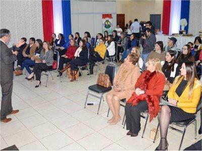 Con miras a las municipales, mujeres estudian financiamiento político