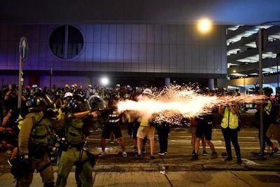 Hong Kong: noche de incidentes entre manifestantes y la policía