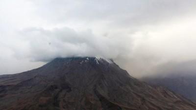 Perú, en estado de emergencia por la erupción del volcán más activo del país