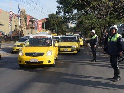 Taxistas anuncian paro nacional para exigir regulación de MUV y Uber